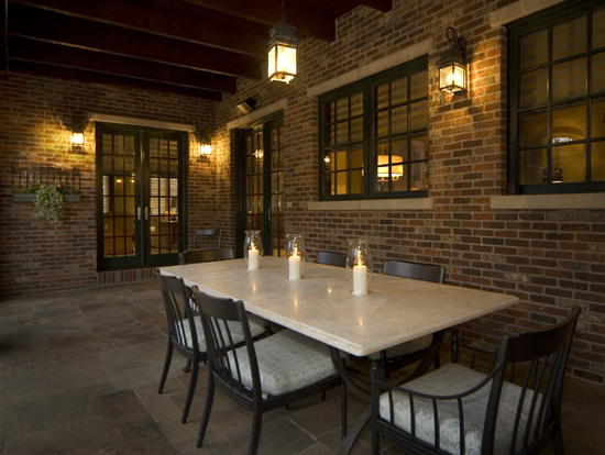 05-Outdoor dining